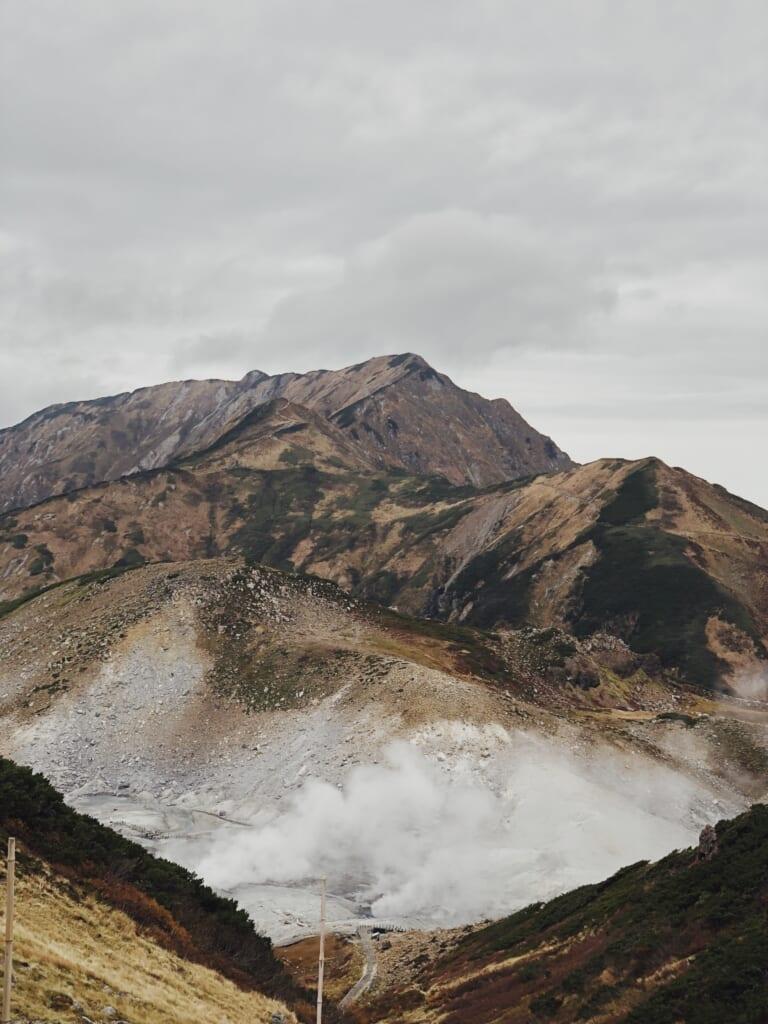 Montañas de Japón con volcanes japoneses