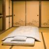 Futón sobre tatami en Ryokan Shiotomi-sou de Obama