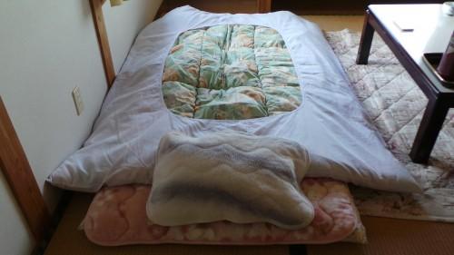 Futon con almohada y edredón