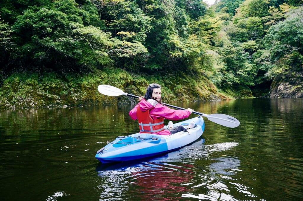 Maite, haciendo Kayak durante la Ruta del Diamante