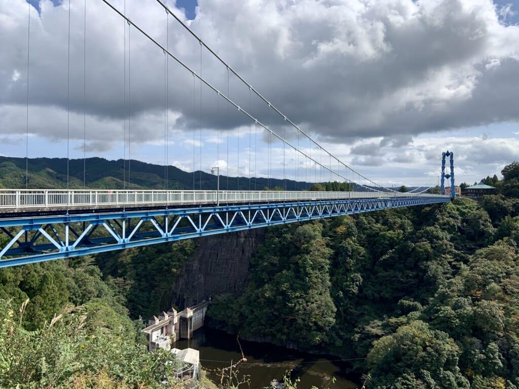El Puente Azul Ryujin, parte de la Ruta del Diamante
