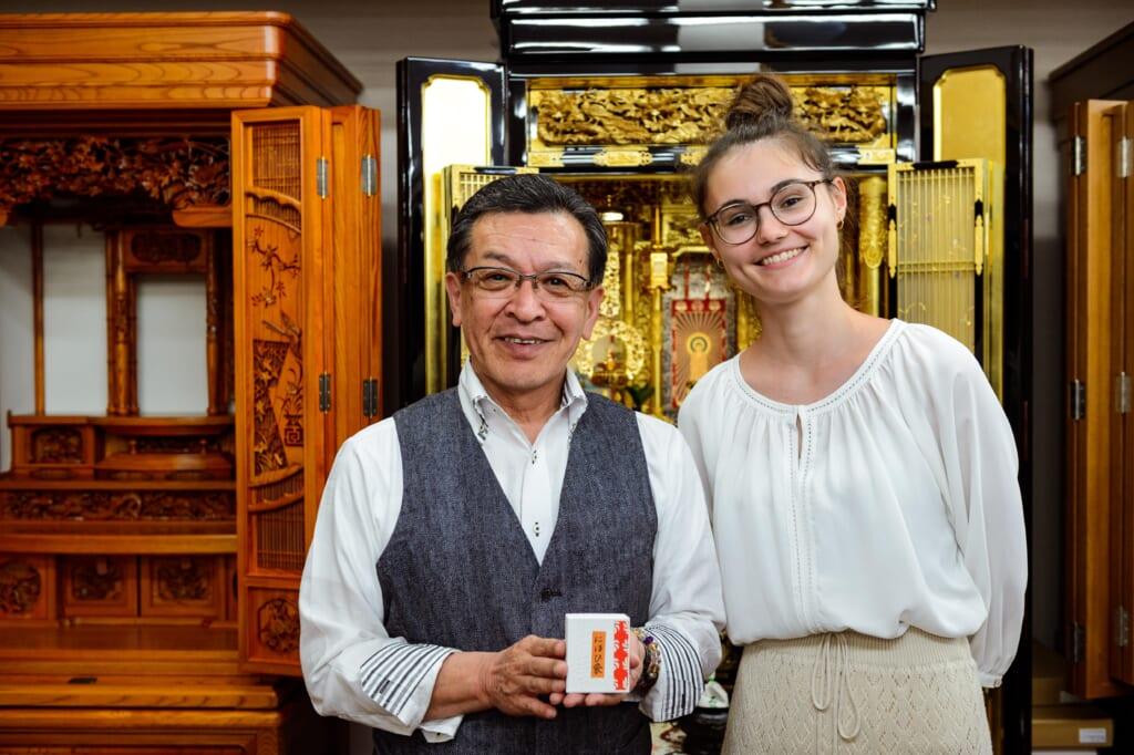 Aline y un colaborador de Peko Peko Box