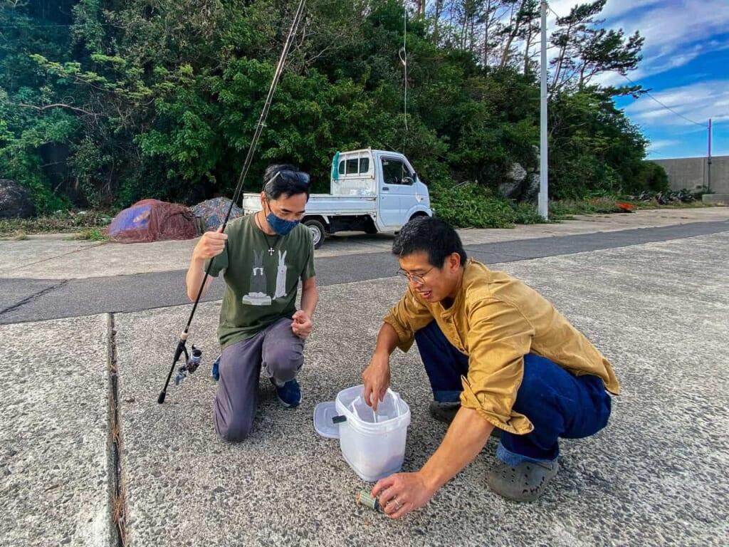 Pescando jurel con mi compañero en la isla Ojika