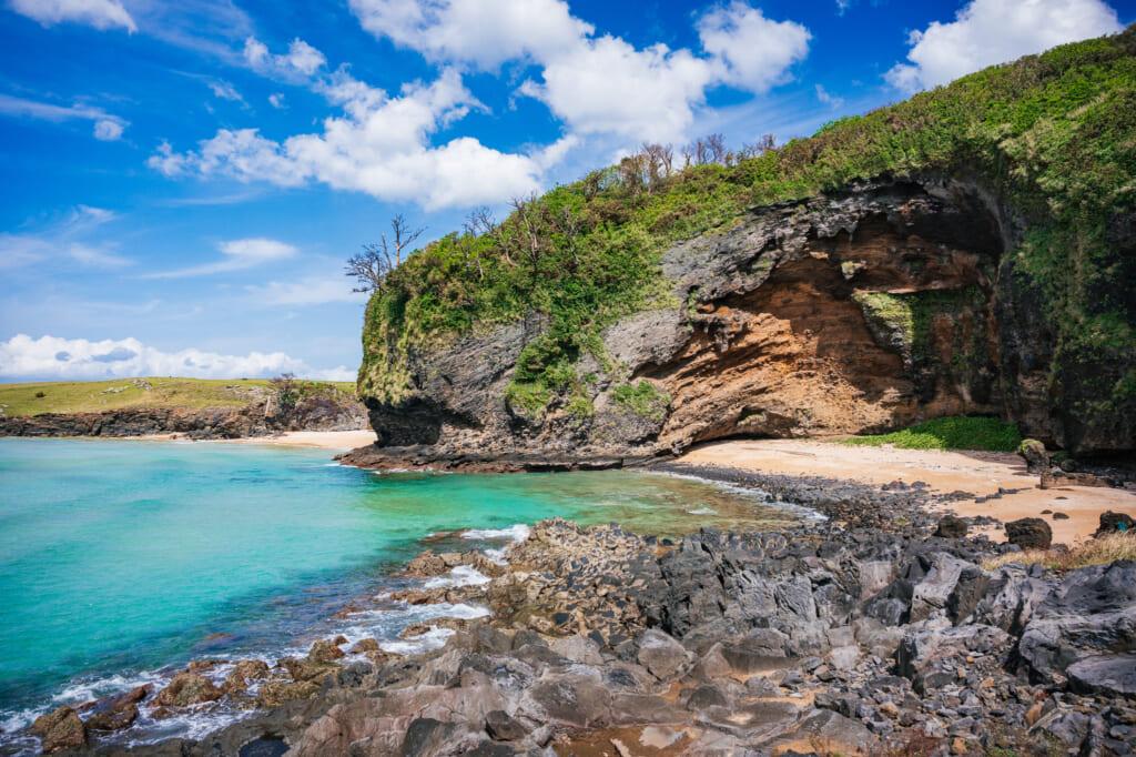 Los acantilados goryo en la isla de Ojika