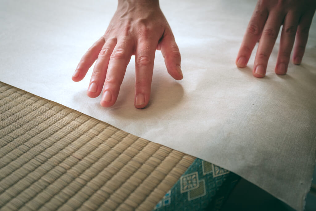 Papel washi encima de un tatami