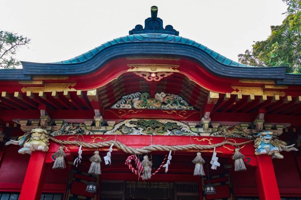 Detalles del santuario Nakatsumiya