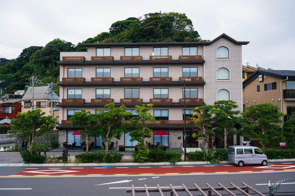 La fachada exterior del Enoshima Hotel