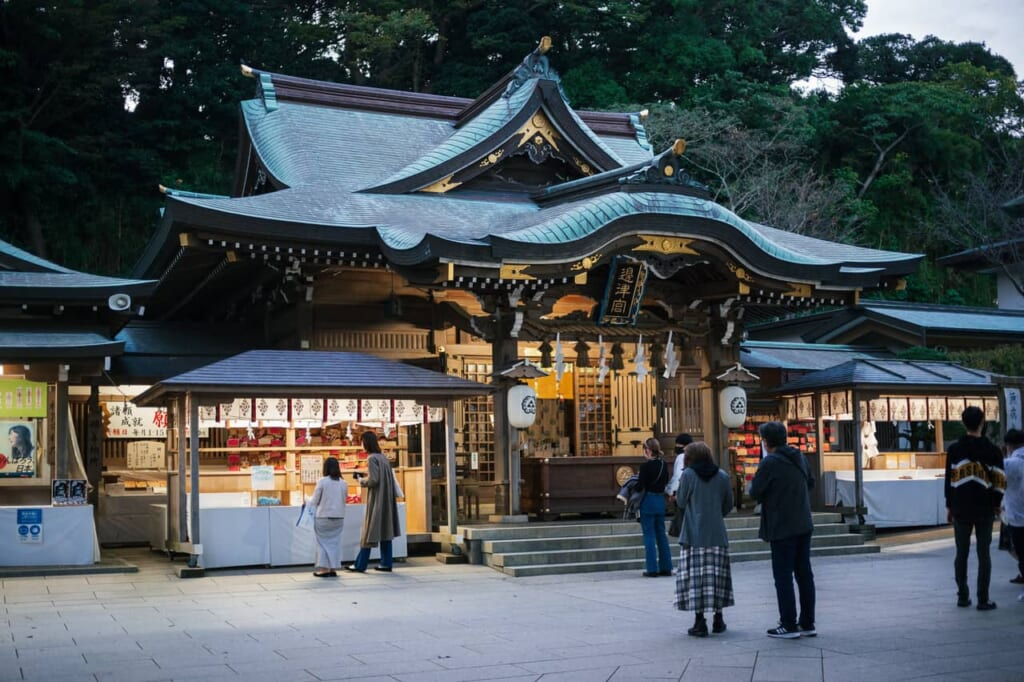 El santuario de Hetsumiya está compuesto de tres pabellones separados, cada uno dedicado a distintas divinidades del mar.