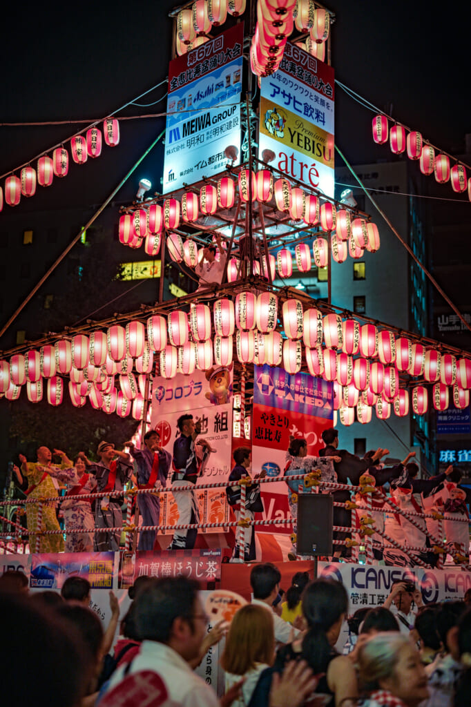 Durante el Obon se celebra la muerte en Japón