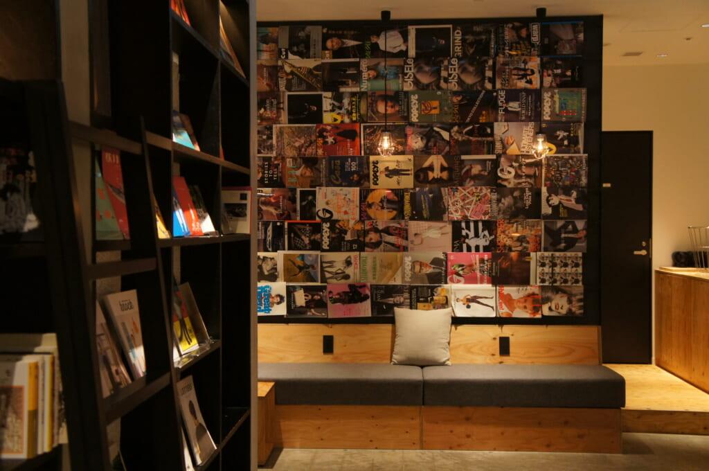 detalle del interior de un manga cafe