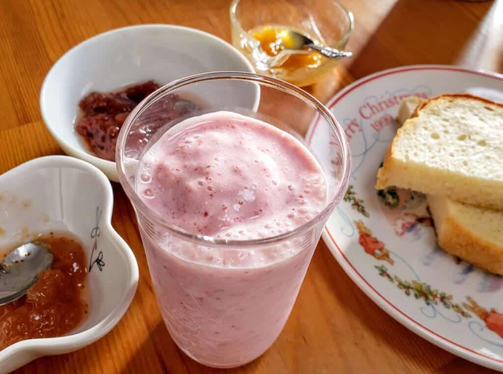 Mi desayuno durante la estancia en la granja en Shimanami Kaido