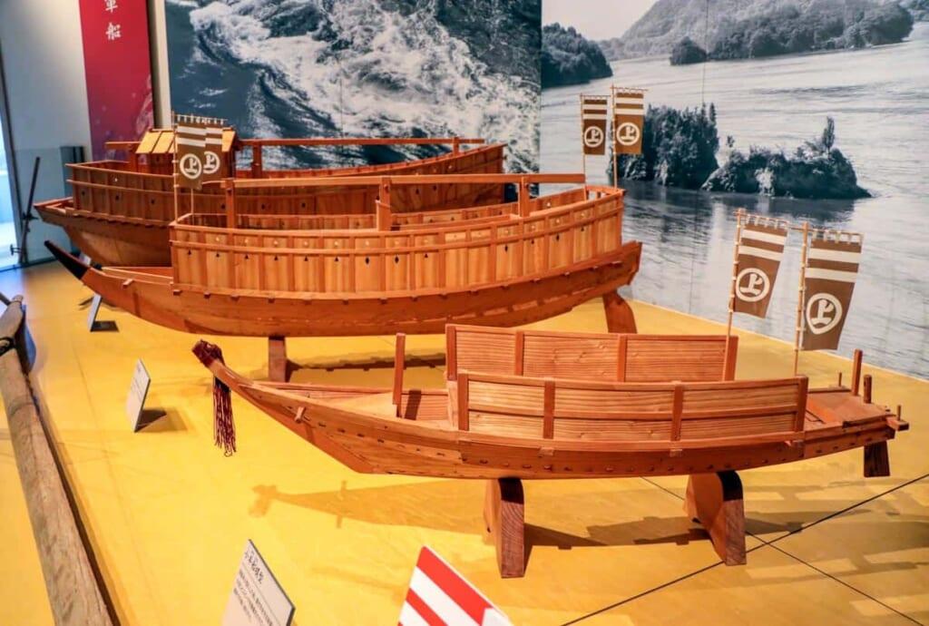 Barcos de los antiguos piratas japoneses en la ruta Shimanami Kaido