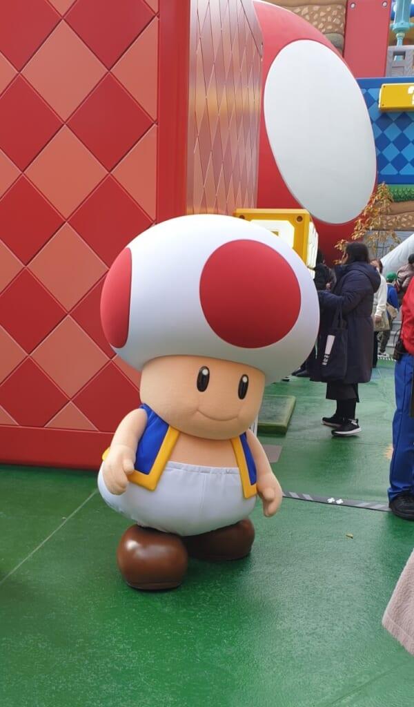 Un amigable Toad esperando a saludar en USJ