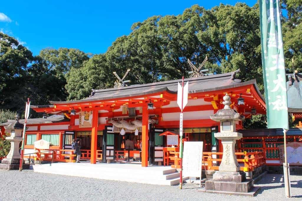 El Gran Santuario Kumano Hayatama Taisha es el más fácil de los grandes santuarios de acceso a lo largo del Kumano Kodo.