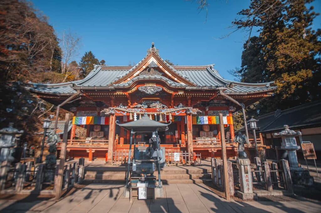 Templo en el Monte Takao, cerca de la ciudad de Tokio