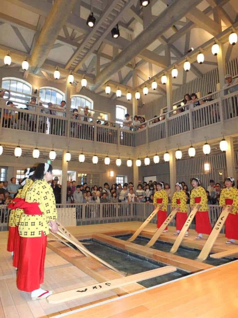 Tradiciones únicas en Kusatsu, Gunma
