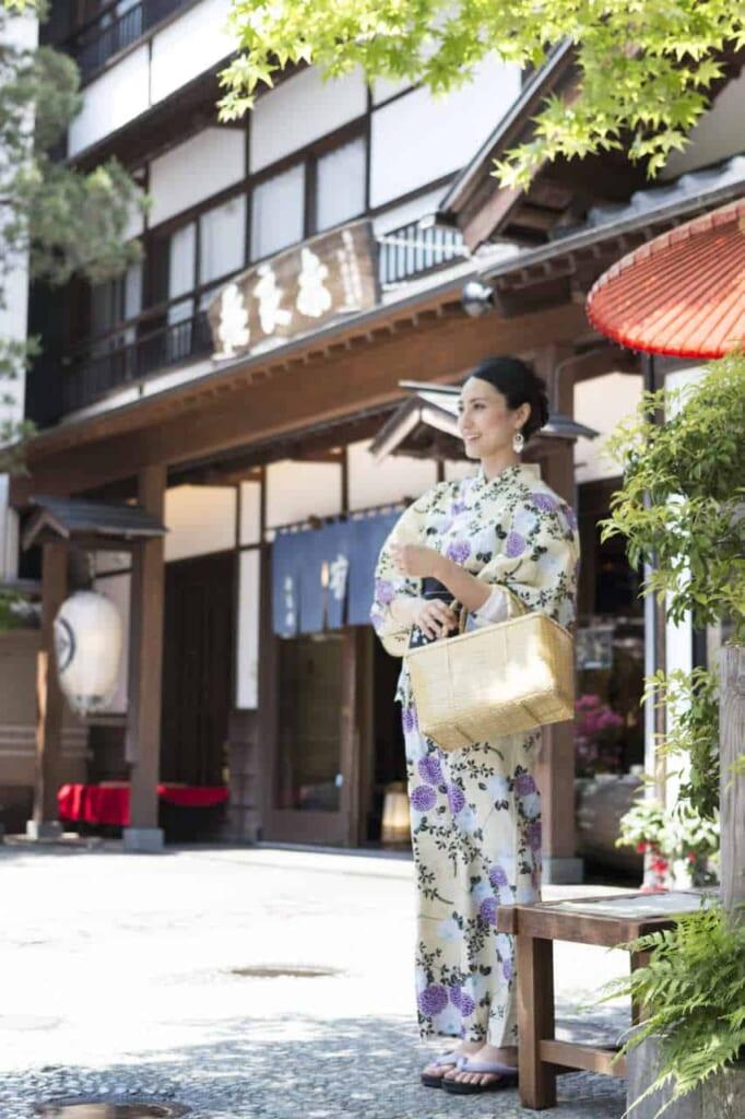 Puedes acceder a Kusatsu Onsen con el Hokuriku Arch Pass