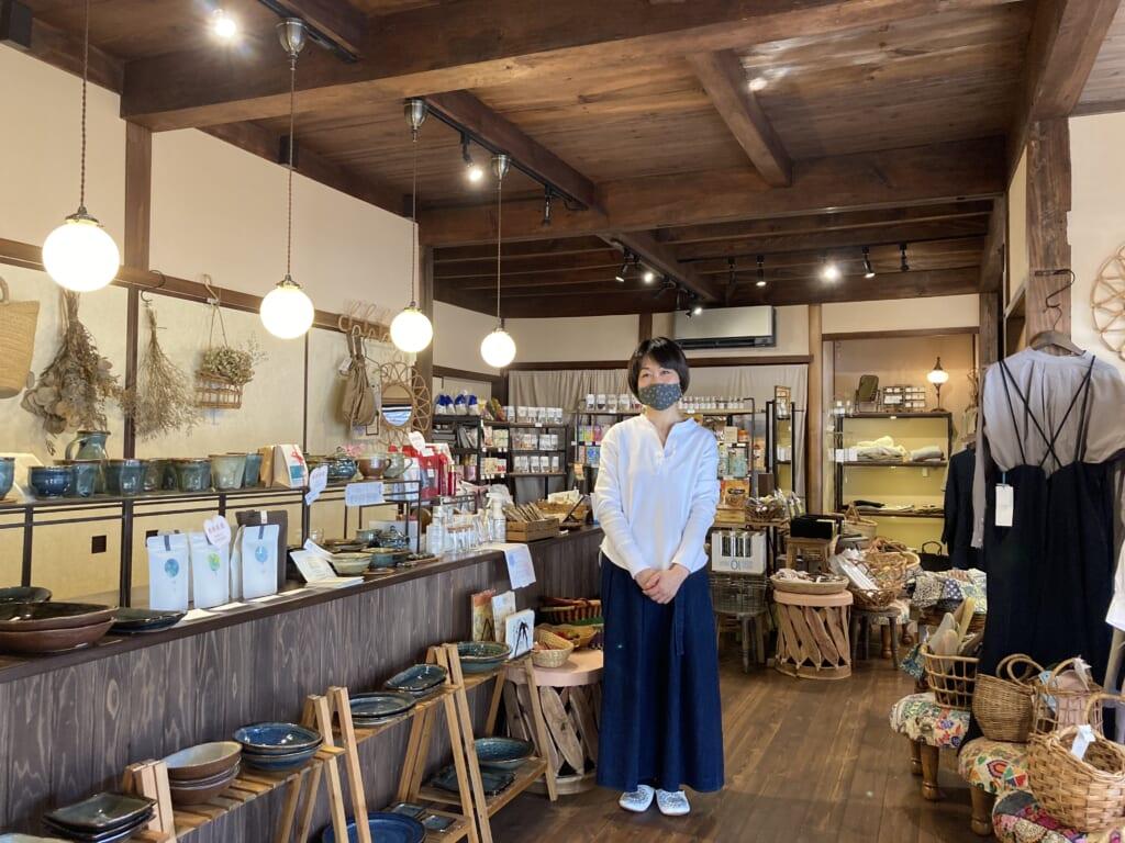 Cafe y tienda independiente en Omori, Shimane