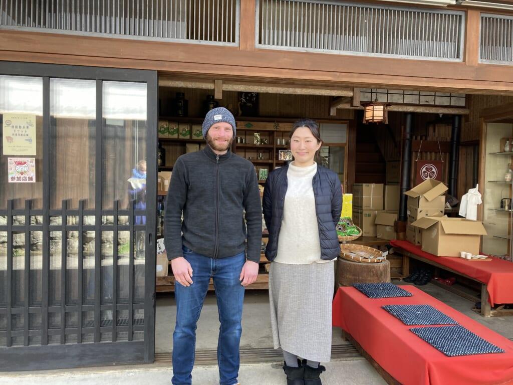 Comprando en las tienas de la calle Honmachi