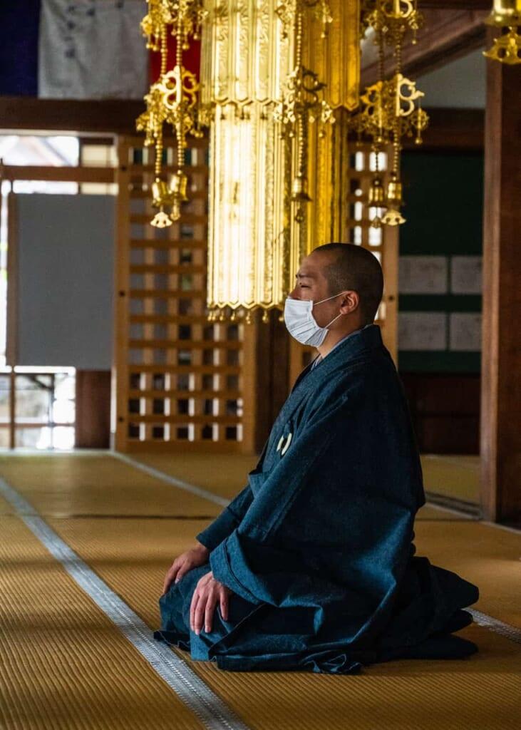 El monje budista encargado de la meditación Zazen
