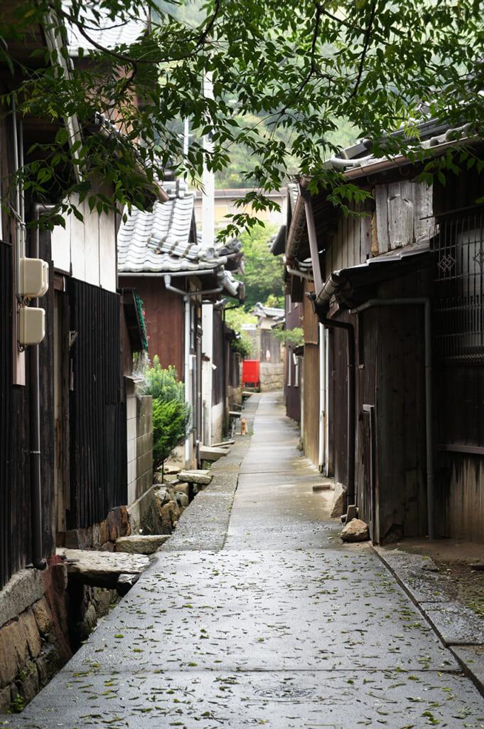 Callejón en Honmura, Manabeshima, Japón
