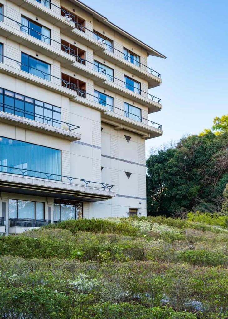 El hotel y sus espacios verdes en Hamamatsu