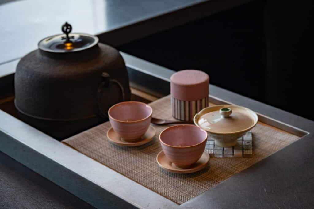 Un set de té en un hotel de Hamamatsu