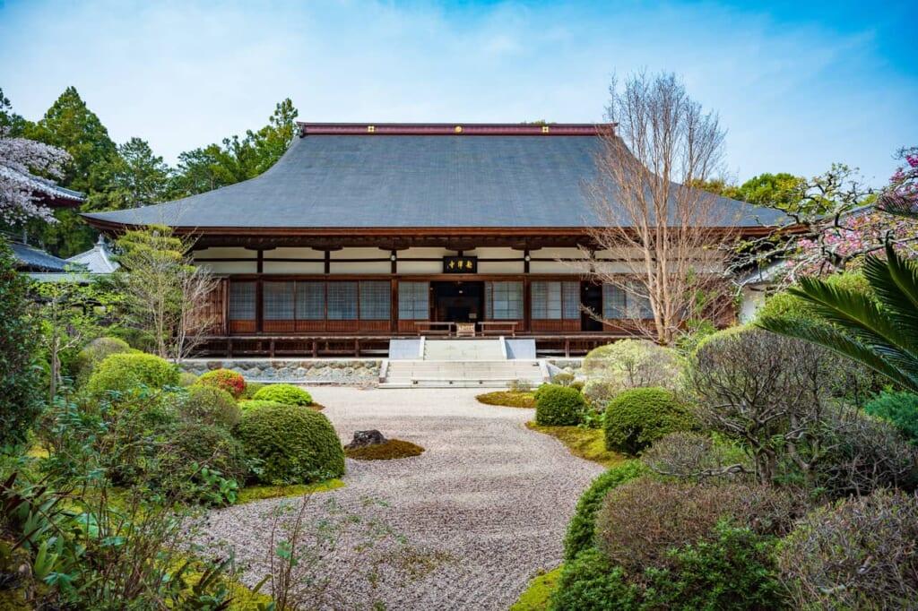 El edificio principal del templo Ryotan-ji