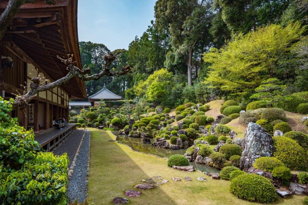 El jardín de rocas diseñado por Enshu Kobori