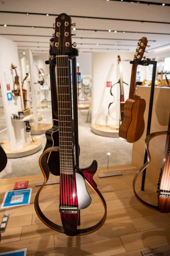 Diseños únicos de guitarras Yamaha en Hamamatsu