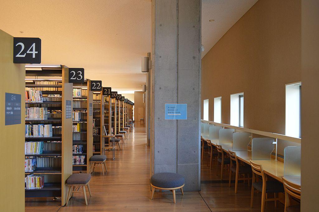 Interior de biblioteca de Hida