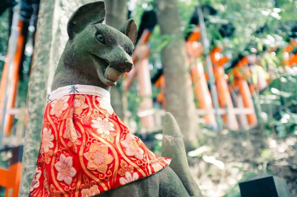 Estatua en el famoso santuario de Kioto