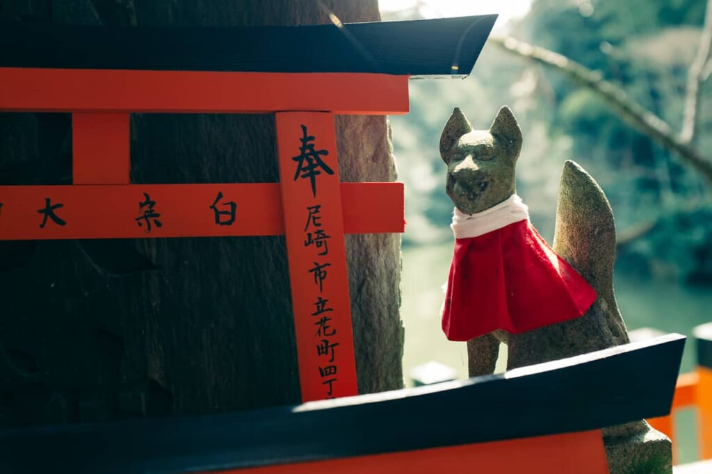 Un mini zorro en el Fushimi Inari Taisha