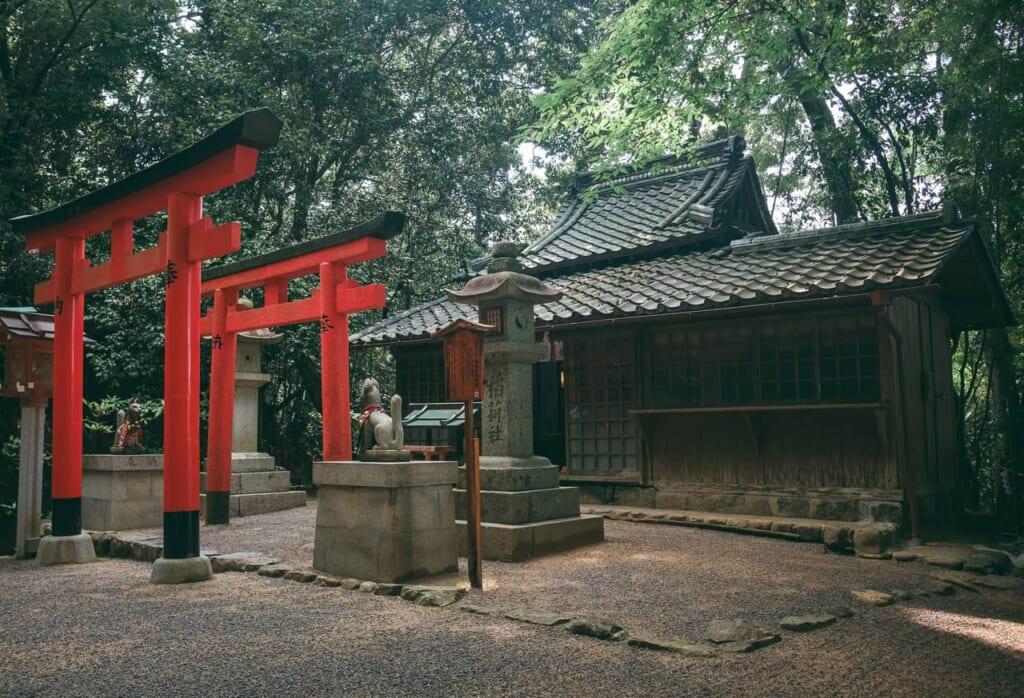 Templos y santuarios: Un santuario en un templo en Nara