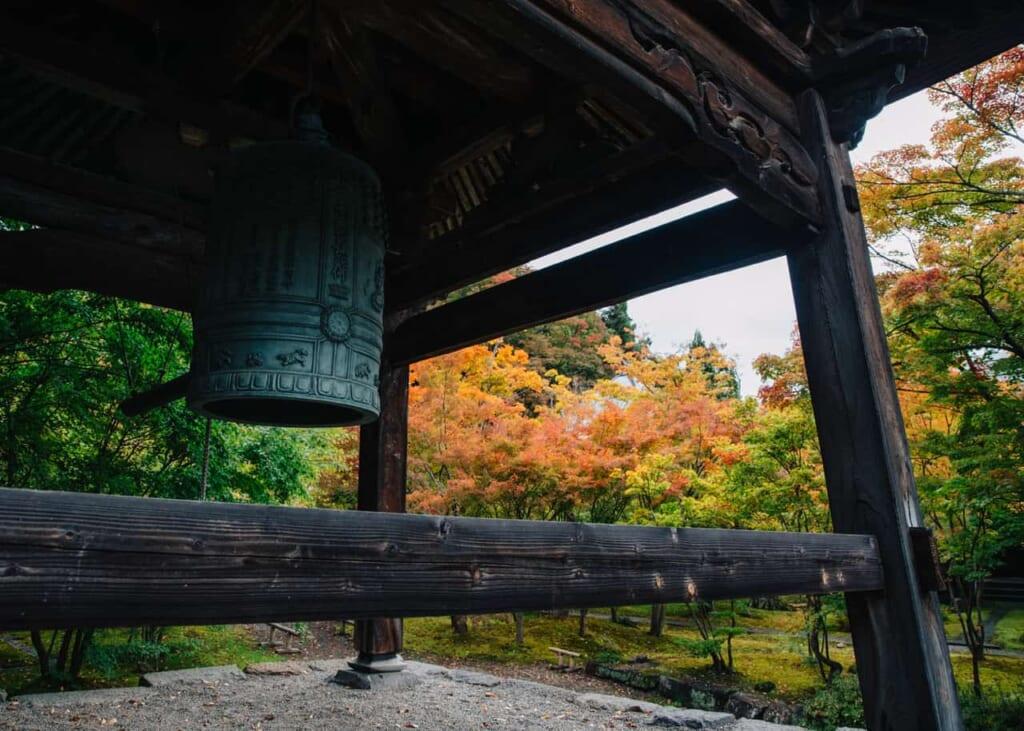 Una bonsho en un templo japonés