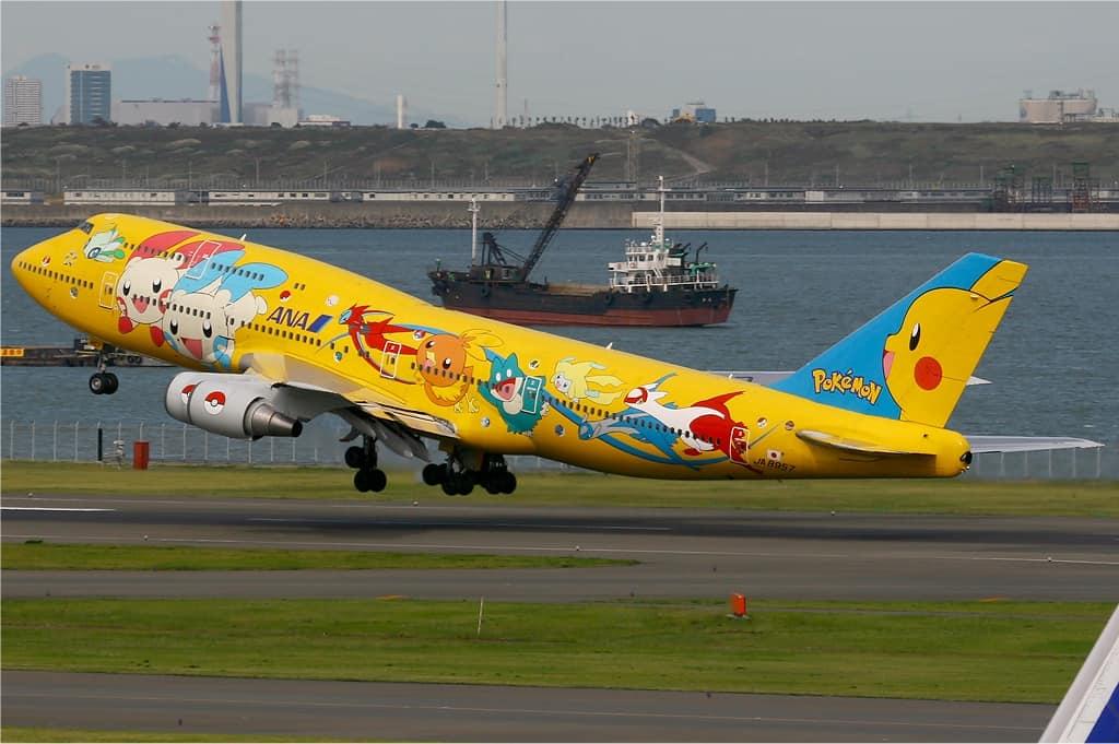 Boeing 747 de ANA pintado de Pokémon