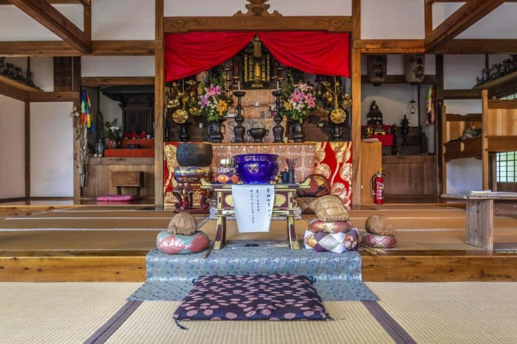 Altar budista en un templo japonés