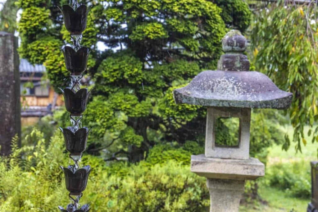 Decoraciones de un templo de meditación zen