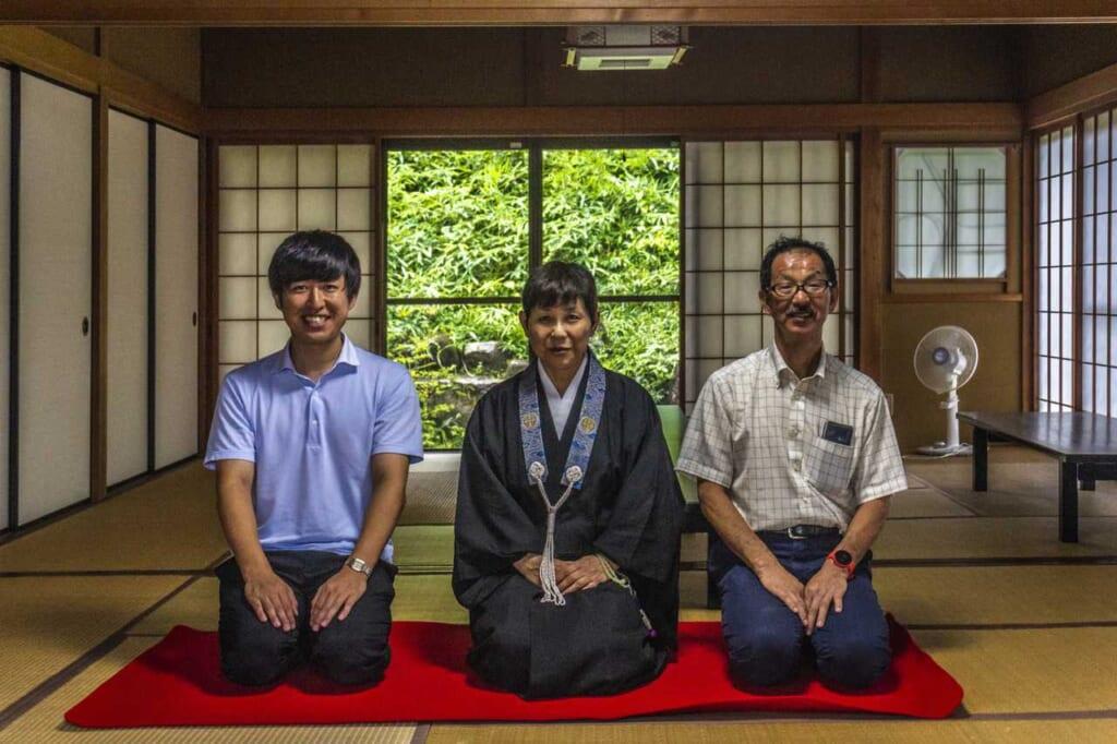 El guía durante mi vista en el Iou-ji, para hacer meditación zen