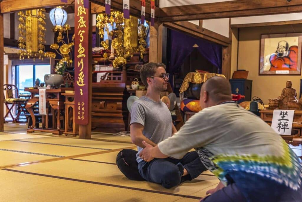Practicando una meditación Zen en Nakatsugawa