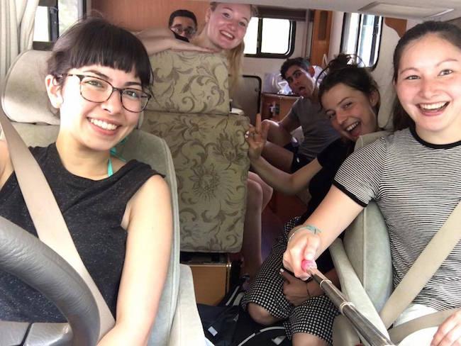 Amigos viajando en autocaravana por Japón