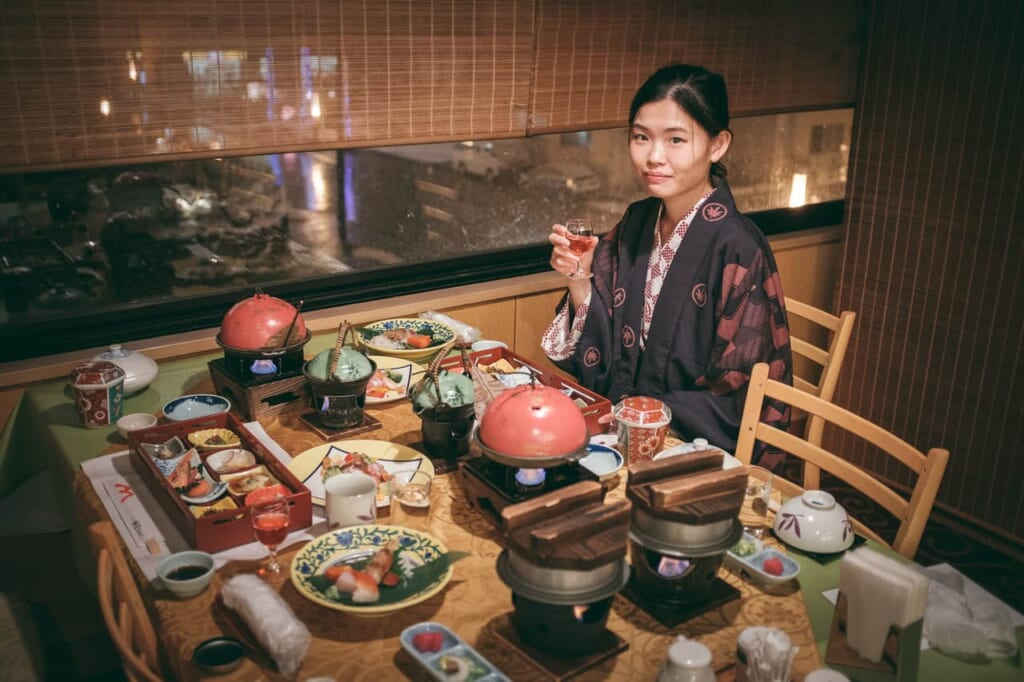 Disfrutando de una cena kaiseki en Sapporo en un ryokan