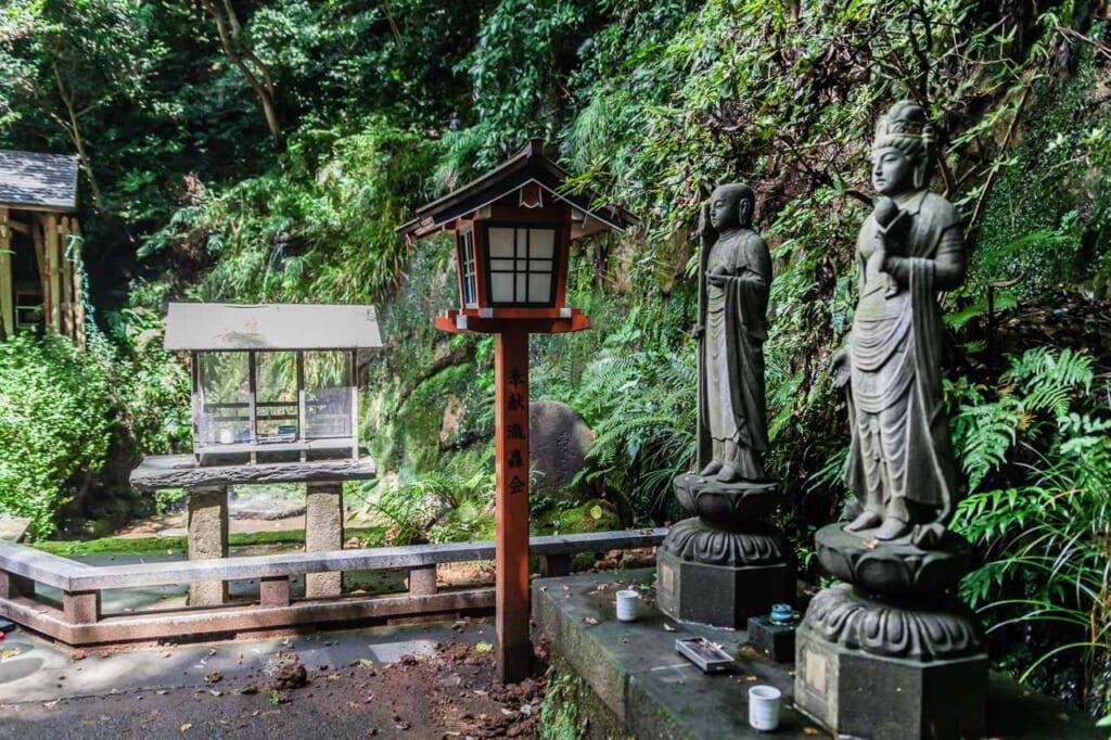 Estatuas de Kobo Daishi y Bodhisatva Kannon