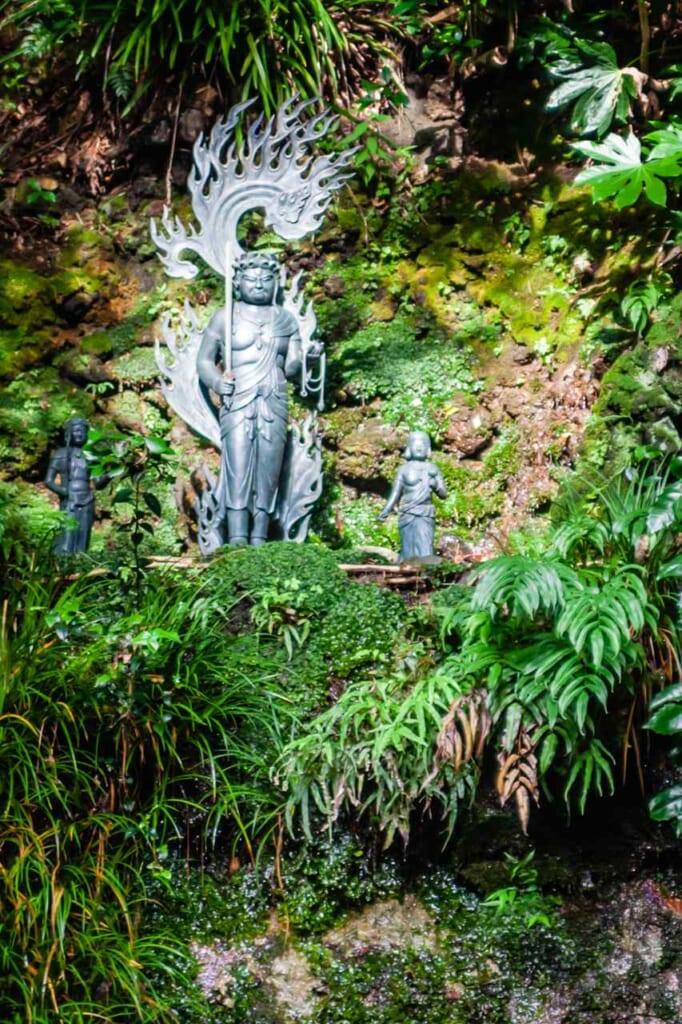 estatua de Fudo-myoo en valle de todoroki