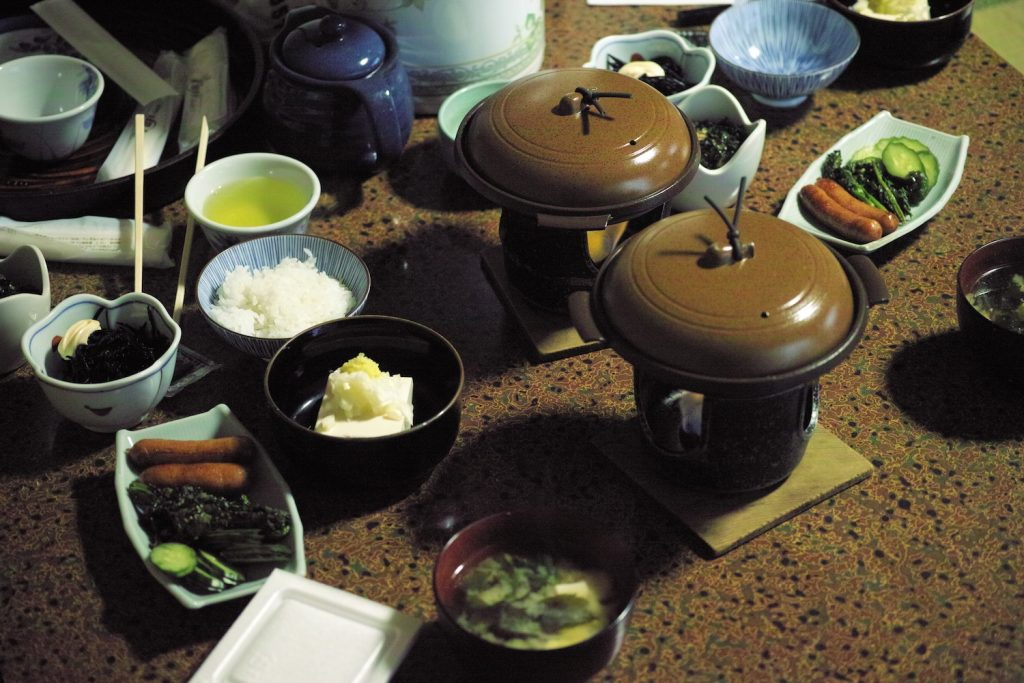 Japanisches Frühstück im Minshuku in Kumomi Onsen, Shizuoka, Japan