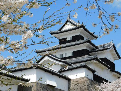Die Burg Shirakawa-Komine in der Stadt Shirakawa.