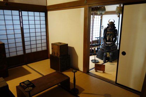 Aizu Wakamatsu: Im Inneren der Samurai Residenz finden sich Rüstungen, Schwerter sowie Alltagsgegenstände.