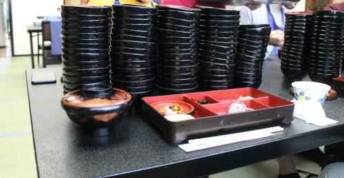 Die Wanko Soba Challenge in der Stadt Morioka, Präfektur Iwate, Japan.