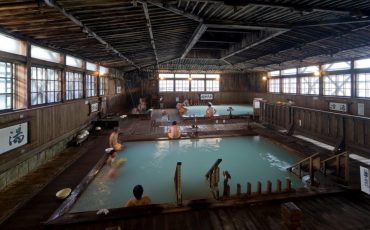 Das Sukayu Onsen, 1000-Menschen-Bad, in der Stadt Aomori, Präfektur Aomori, Japan.
