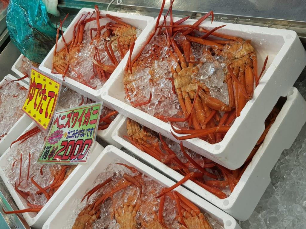 Frischer Fisch auf dem Fischmarkt in Teradomari, Niigata.